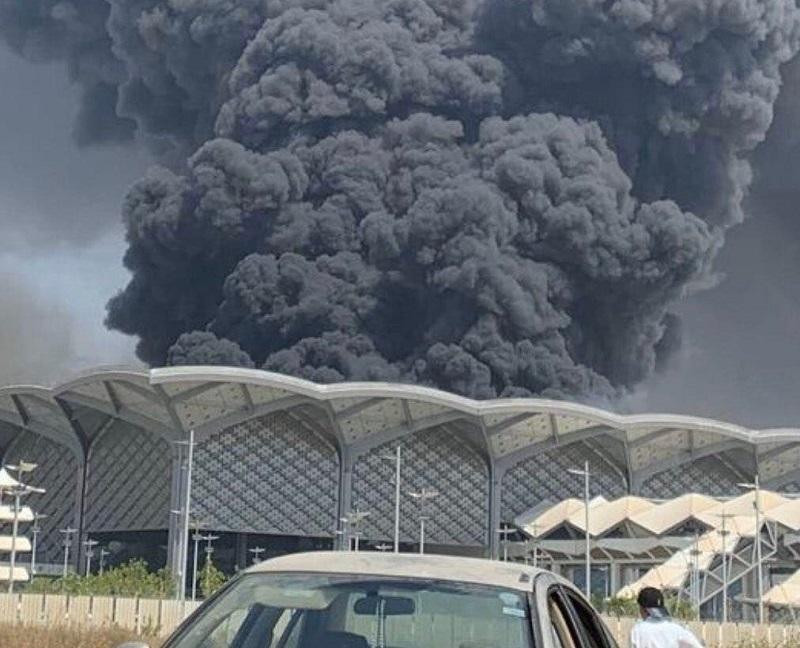 اندلاع حريق ضخم في محطة قطار الحرمين بجدة