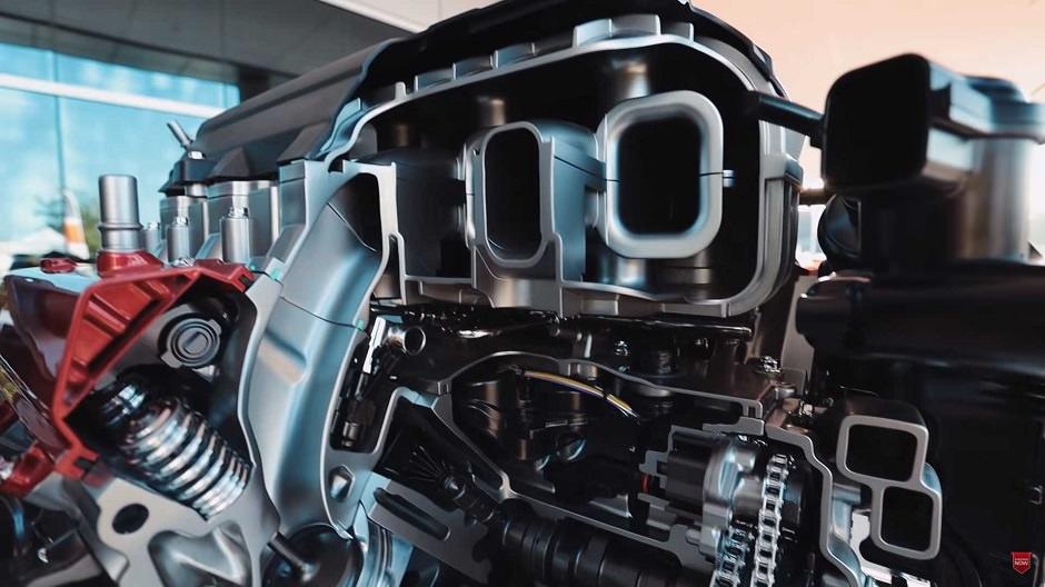 محرك كورفيت سي 8