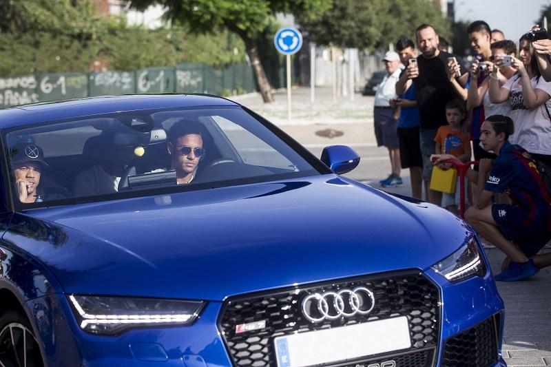 سيارة نيمار - لاعب كرة القدم