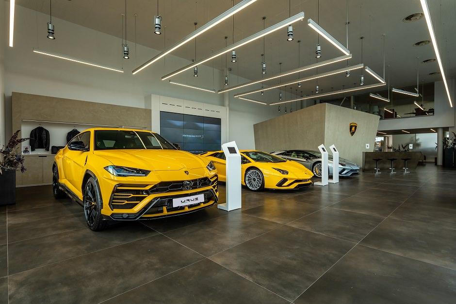صالة سيارات لامبورجيني