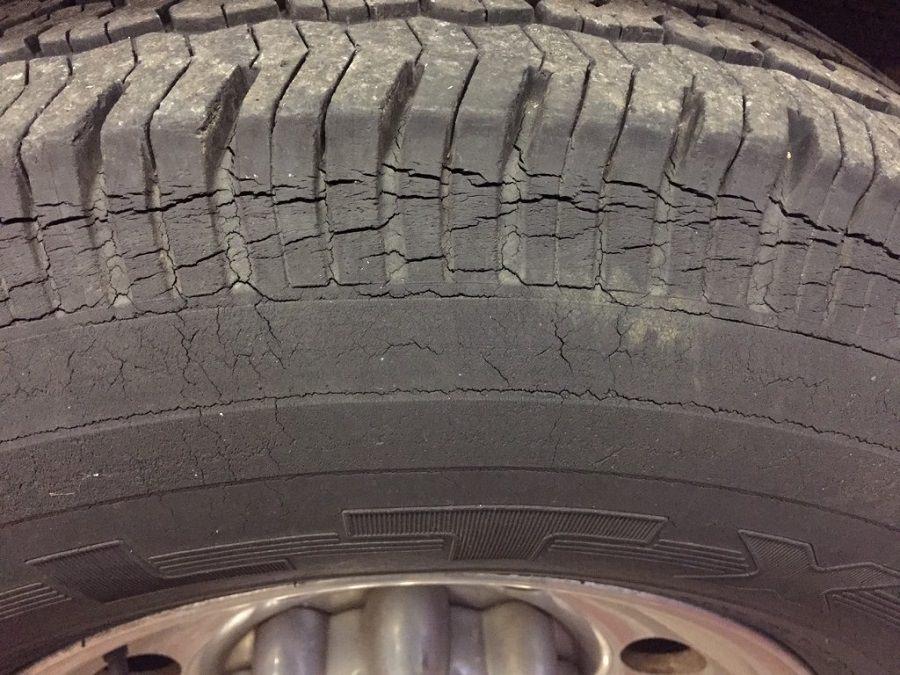 تفحص عجلات السيارة (1)