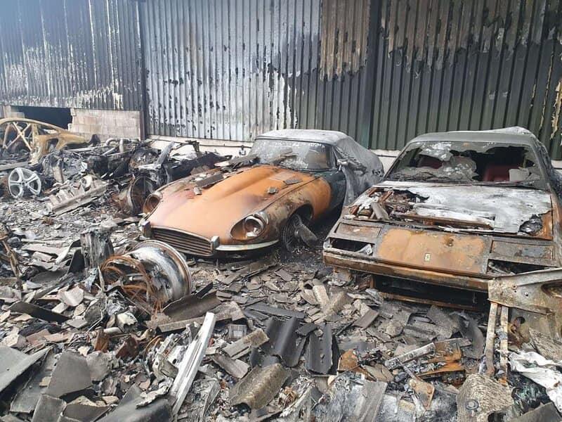 سيارات بملايين الدولارات تحترق وتتحول الى رماد