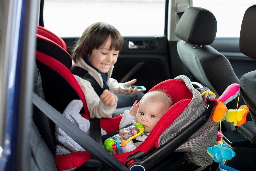 أنواع كراسي الأطفال للسيارات