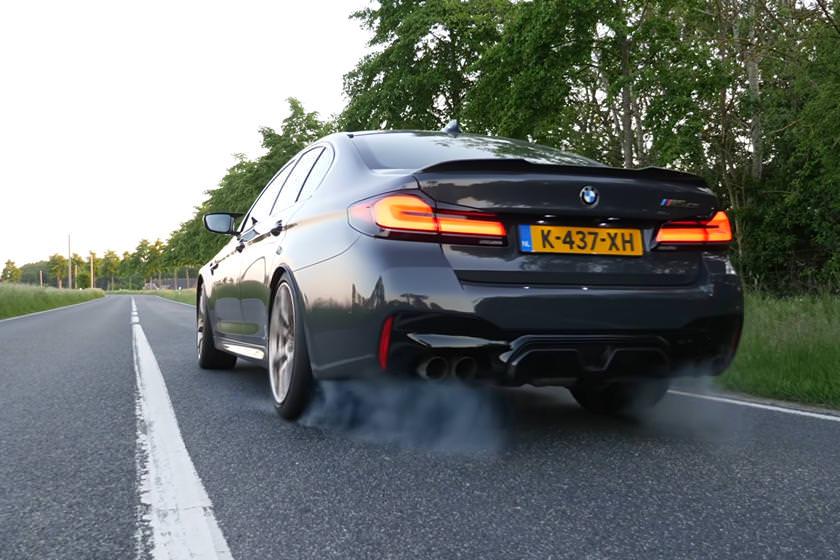 شاهد بي ام دبليو M5 CS وهي تصل إلى سرعة 310 كمس على الطريق العام في ألمانيا