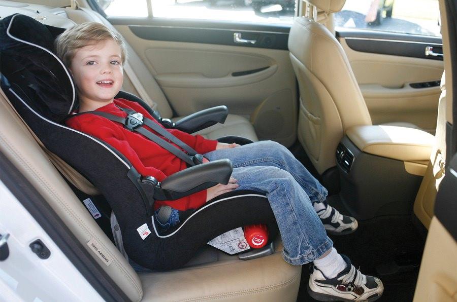 كرسي سيارة للصغار