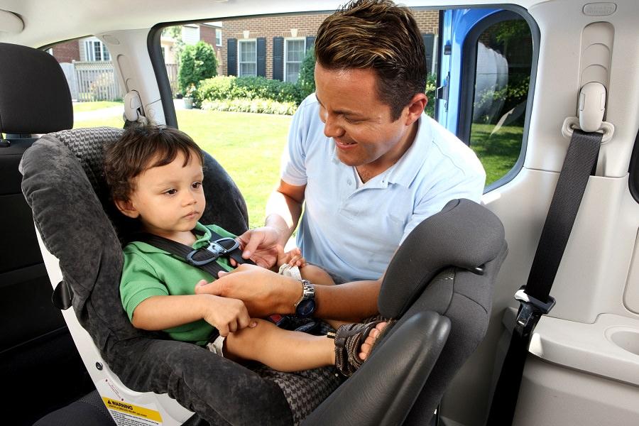 كرسي سيارة للصغار حتى عمر 4 سنوات